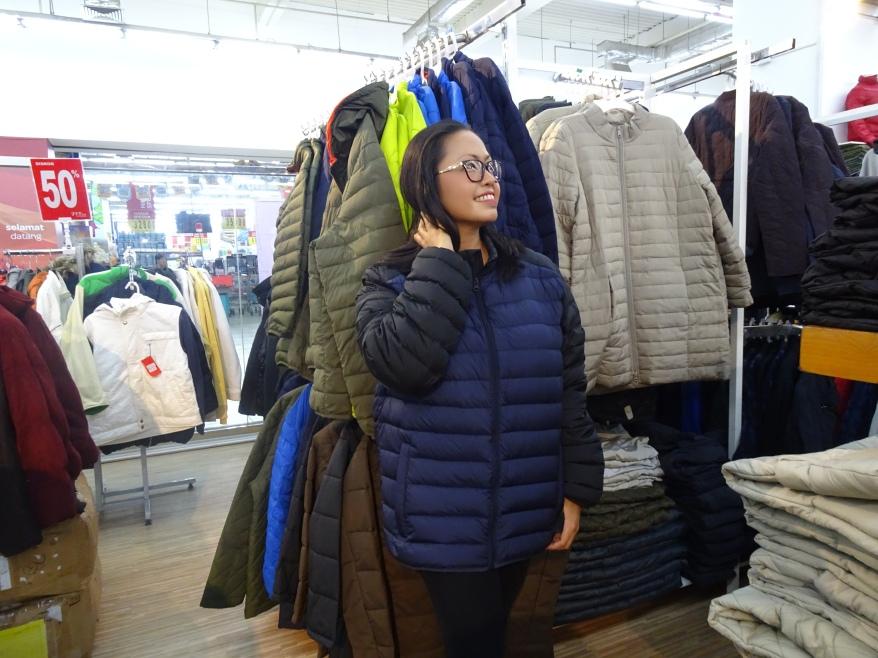 Bergaya dengan Jaket Musim Dingin di Premier.JPG